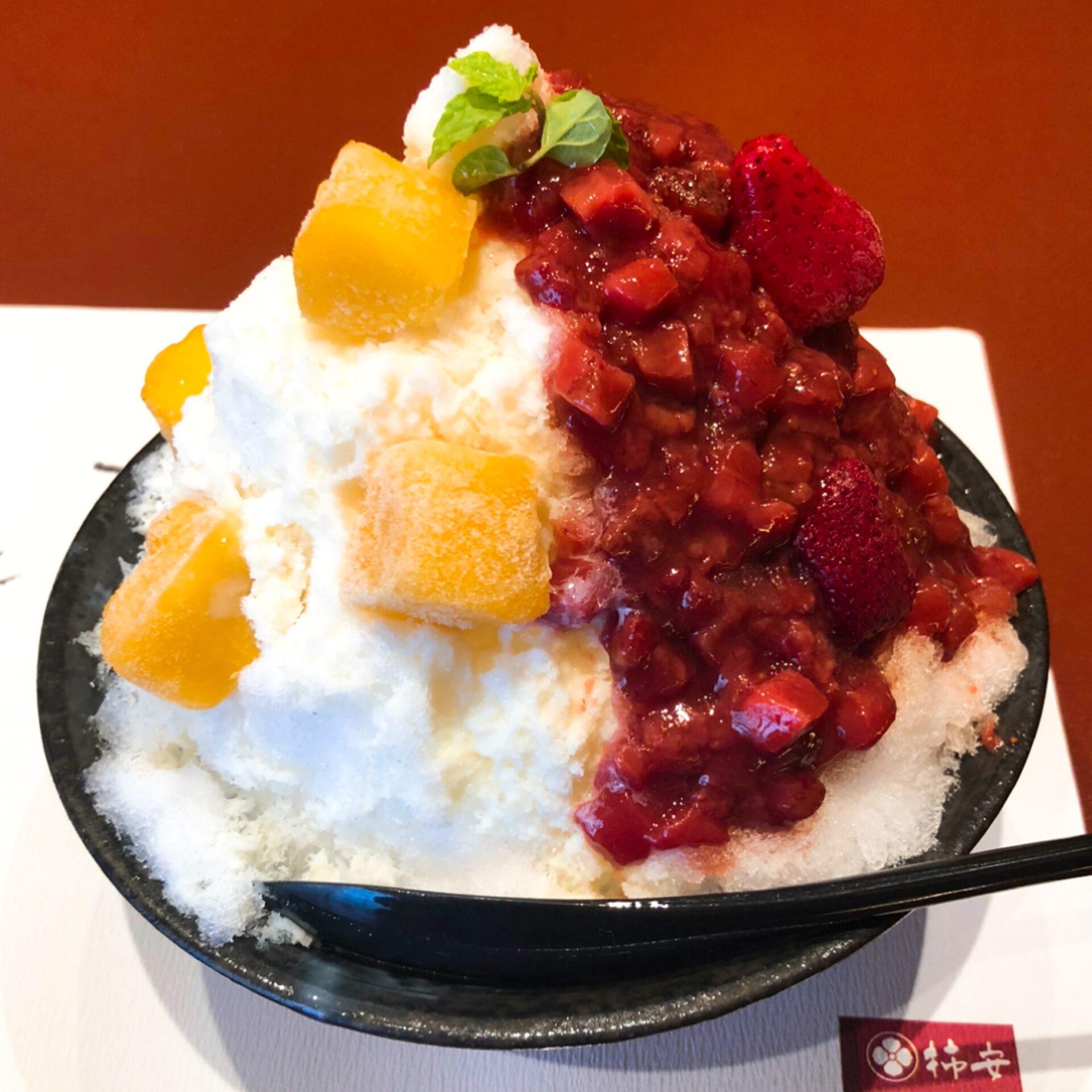 2色氷のフローズン果実の写真