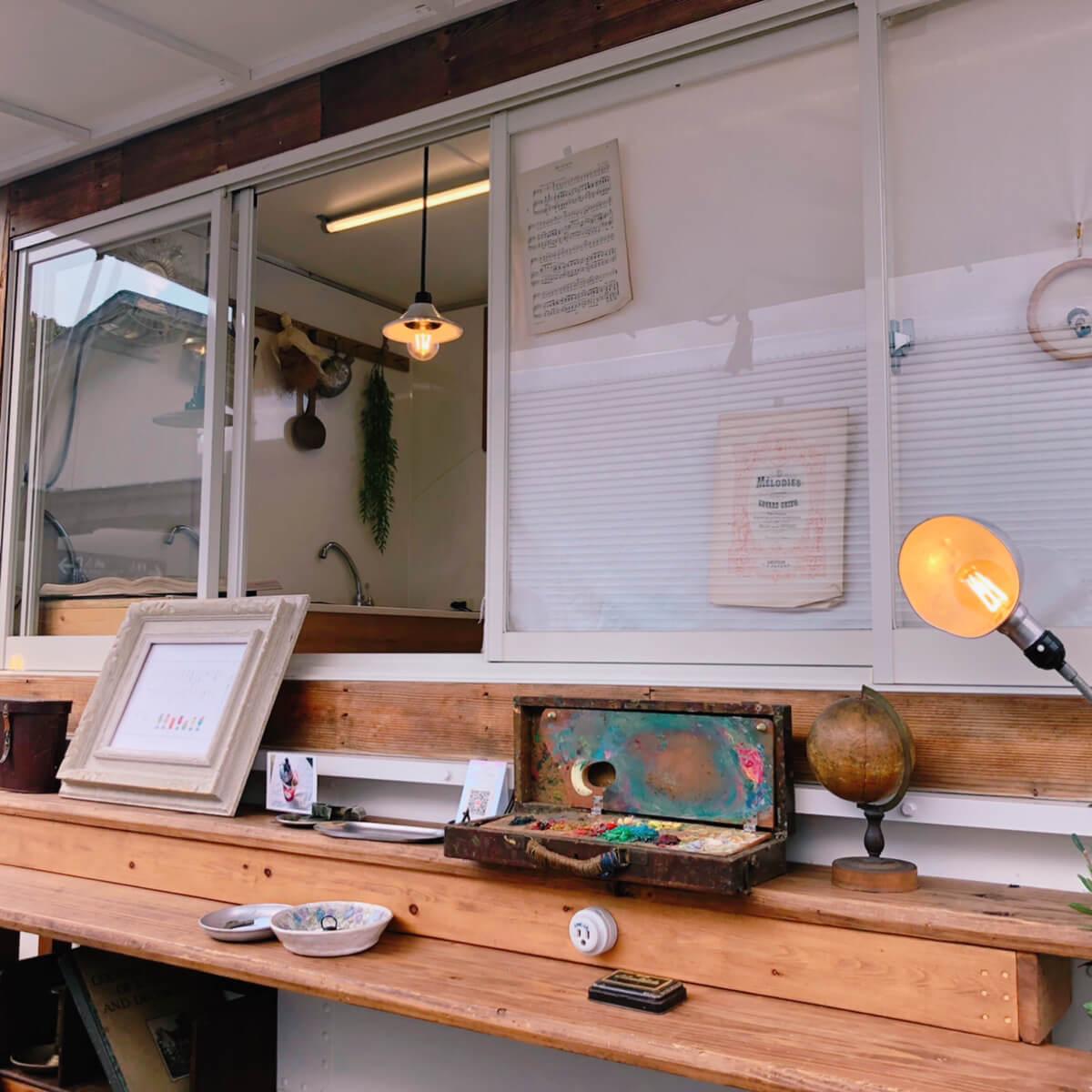 街ゆく喫茶店の外観写真2